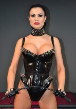 mistress severa al telefono